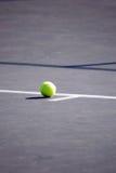 wśrodku tenisa balowa linia końcowa Fotografia Stock
