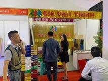 Wśrodku wystawy drukarki i drukowi materiały - Hanoi, Wietnam Marzec 21, 2018 zdjęcie stock
