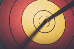 W łuczniczym celu strzałkowaty szlagierowy pierścionek Obraz Stock