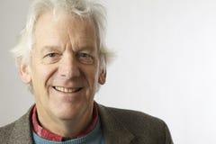 W średnim wieku mężczyzna na bielu Fotografia Royalty Free