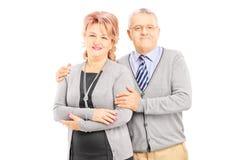 W średnim wieku pary pozować obraz stock