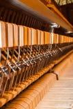 w środku pianino Wewnętrzna struktura pianino Wewnętrzny mechanizmu zakończenie Obrazy Royalty Free