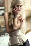 W świetle dziennym kobieta piękny portret Zdjęcie Royalty Free
