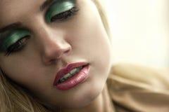 W świetle dziennym kobieta piękny portret Zdjęcie Stock