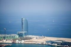 巴塞罗那从天空的旅馆W视图 免版税库存照片