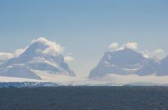 W Antarktycznym śnieżne góry Fotografia Stock
