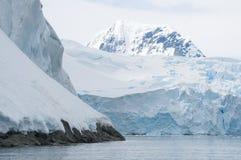 W Antarktycznym śnieżne góry Zdjęcie Stock