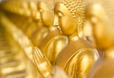 W antycznej świątyni złoty Buddha, Tajlandia. Fotografia Royalty Free