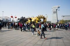 W Azja, Chiny, Pekin, Olimpijski park, Francja maszynerii smoka horse† parady wielcy występy, Zdjęcia Stock
