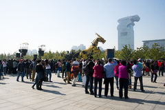 W Azja, Chiny, Pekin, Olimpijski park, Francja maszynerii smoka horse† parady wielcy występy, Obrazy Stock