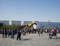 W Azja, Chiny, Pekin, Olimpijski park, Francja maszynerii smoka horse† parady wielcy występy, Zdjęcie Stock