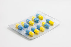 W bąbla pakunku błękitny medyczne kapsuły Fotografia Royalty Free