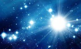 W błękit przestrzeni jaskrawy gwiazdy Fotografia Stock