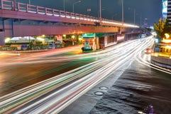 W Bangkok noc Ruch drogowy fotografia stock