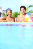 W basenie wakacje para Fotografia Stock