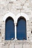 W Bevagna historyczny pałac, okno fotografia royalty free