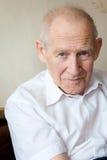 W biały koszula starszy mężczyzna Zdjęcia Stock