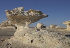 W Biel pustyni pieczarkowe skały Obrazy Stock