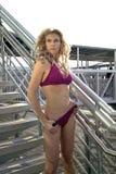W bikini seksowna kobieta Obrazy Royalty Free