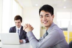 W biurze biznesmena działanie obraz royalty free