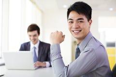 W biurze biznesmena działanie obrazy royalty free
