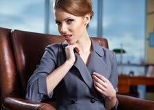 W biurze biznesowa kobieta fotografia stock