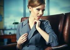 W biurze biznesowa kobieta zdjęcie stock