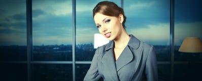 W biurze biznesowa kobieta obraz stock