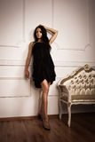 W boudoir atrakcyjna młoda kobieta fotografia royalty free