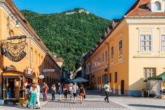 W Brasov rada kwadracie Piata Sfatului Lokalizuje rada dom Stary miasteczko I Czarny kościół, Obraz Stock
