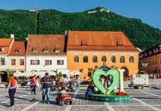 W Brasov rada kwadracie Piata Sfatului Lokalizuje rada dom Stary miasteczko I Czarny kościół, Zdjęcia Stock