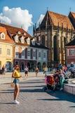 W Brasov rada kwadracie Piata Sfatului Lokalizuje rada dom Stary miasteczko I Czarny kościół, Zdjęcie Stock