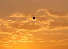 W Brazylia, w Czerwcu, ja tradycj? laszowanie balony, one powoduje wiele ogienie chocia? ono zabrania, fotografia stock