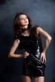 W cekin sukni moda model Obrazy Royalty Free