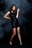 W cekin sukni moda model Zdjęcia Royalty Free