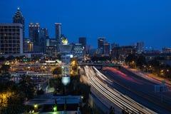 W centrum Atlanta zmierzchu linia horyzontu obraz stock