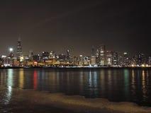 W centrum Chicagowska linia horyzontu przy półmrokiem obrazy stock