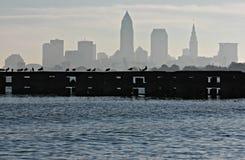 W centrum Cleveland linia horyzontu nad Jeziornym Erie Zdjęcia Royalty Free