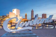 W centrum Cleveland linia horyzontu od brzeg jeziora fotografia stock
