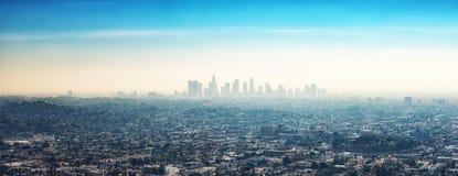 W centrum drapaczy chmur budynki i przedmieścia Los Angeles od Gr Obrazy Stock