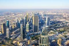 W centrum Dubaj linia horyzontu zatoczki Gromadzki widok obraz royalty free