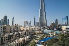 W centrum Dubaj z fontanny przedstawieniem obraz royalty free