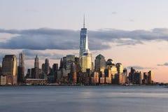W centrum Manhattan linia horyzontu - Miasto Nowy Jork Zdjęcie Royalty Free