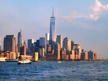 W centrum Manhattan linia horyzontu przy zmierzchem Obraz Royalty Free