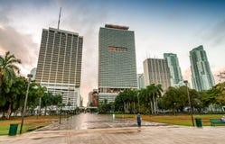 w centrum półmrok Miami Miasto budynki przeciw niebu zdjęcie stock