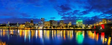W centrum Portlandzki pejzaż miejski przy nighttime Zdjęcia Stock