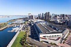 W centrum San Diego linia horyzontu i San Diego zatoka obraz royalty free