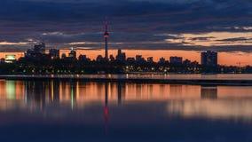 W centrum Toronto linii horyzontu odbicie od zachodniej strony zdjęcie stock