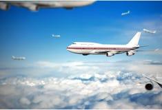 W chmurach pasażerski samolot Zdjęcia Stock