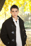 W ciepłej kurtce przystojny mężczyzna Fotografia Stock